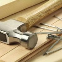 Modul corect de a bate cuiele in lemn